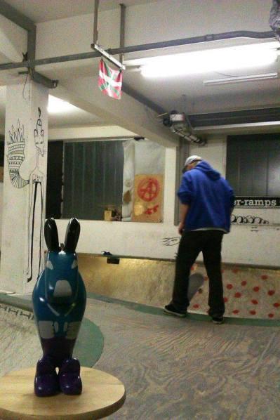 Betonovej zajíc ve Schwarzenbachským bowlu a moje maličkost v pozadí