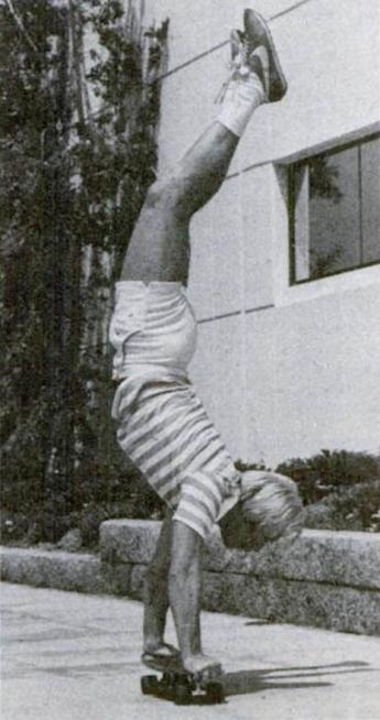 Chuck Norris nezná bolest, ale handstand jo